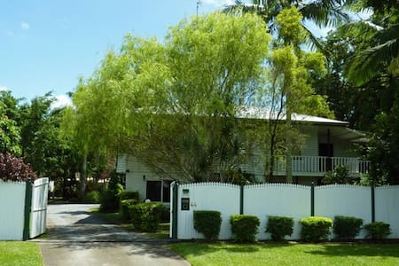 Harvester Home - sleeps 15 persons - Manoora