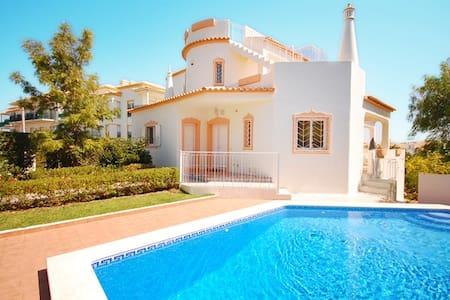 Villa Lis, Close to the Galé beach, AC, pool, WiFi - Guia - Villa