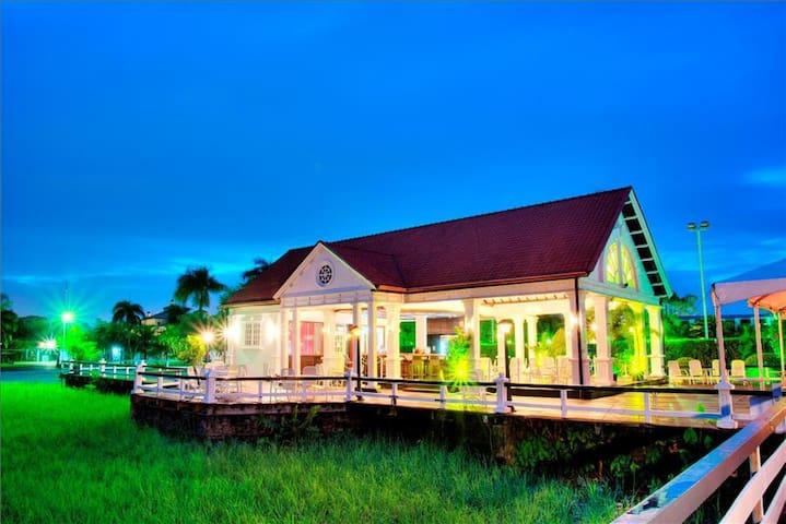 Luxurious and prestigious hotel in Suriname.