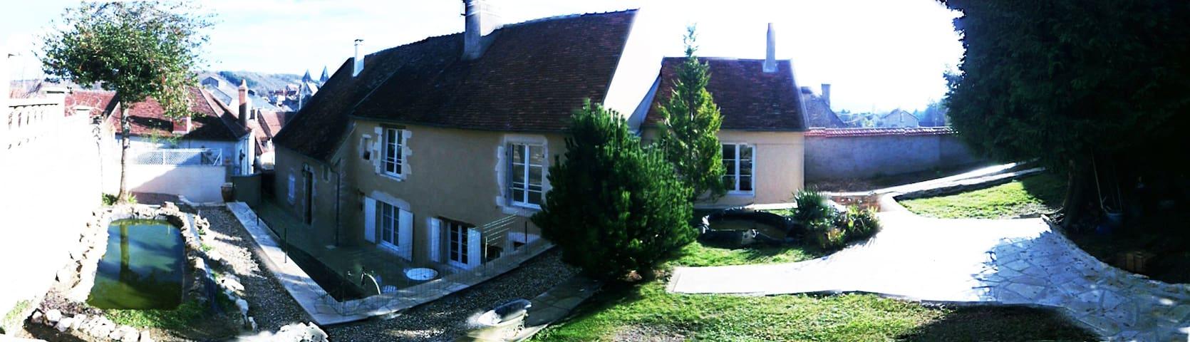 MAISON DE CARACTERE EN BOURGOGNE - Varzy - Rumah