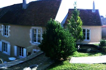 MAISON DE CARACTERE EN BOURGOGNE - Varzy - Haus