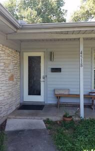 Steinhardt Guest Room - Austin