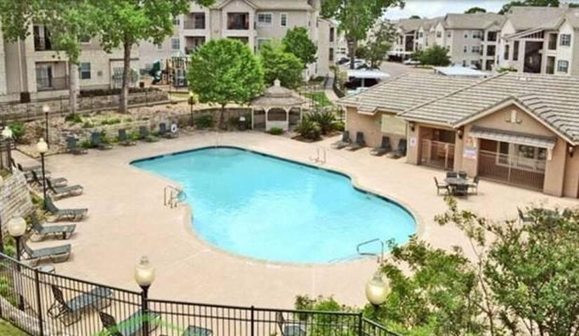 South Austin Cozy Accommodations Near St. Edwards