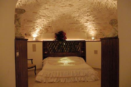 Scappatelle Romantiche in caverna - Caverna