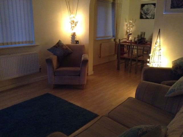 Cosy 1BD Rugby World Cup Flat - Caerphilly - Apartment