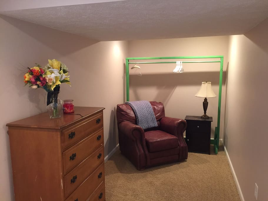 Spacious finished basement w bath 10 min to gr for 3 bedroom with finished basement