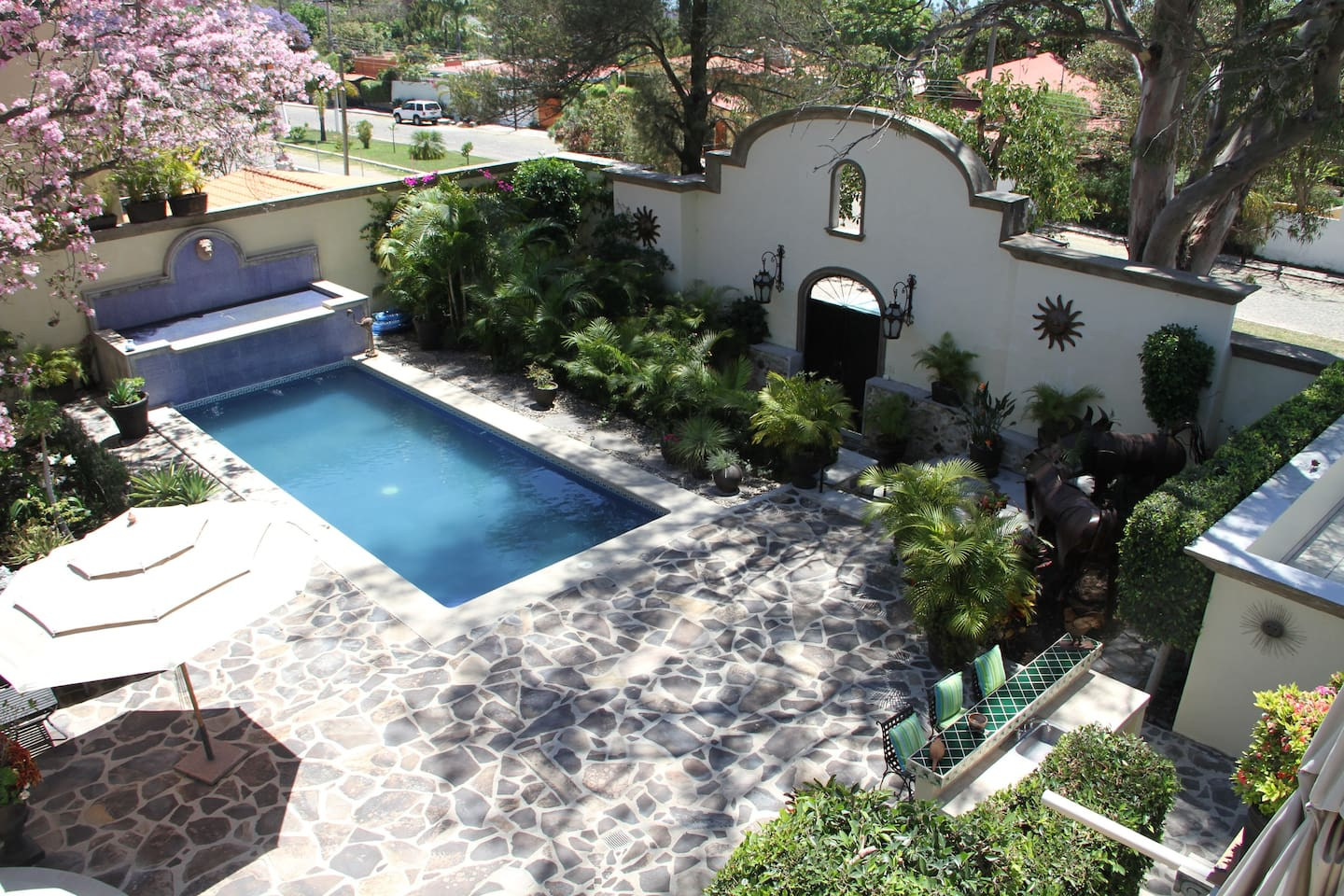 Overview of the pool area