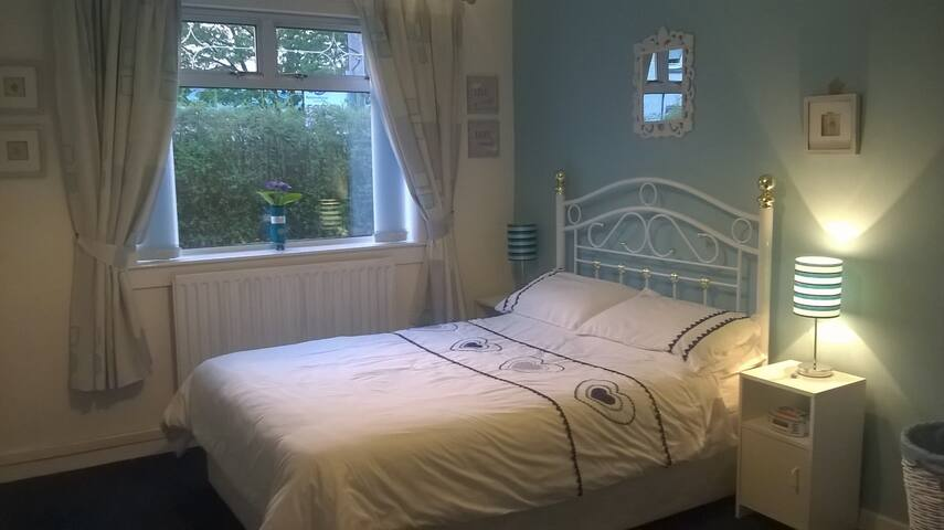 Glasgow Airport - King Size Room in quiet area - Linwood