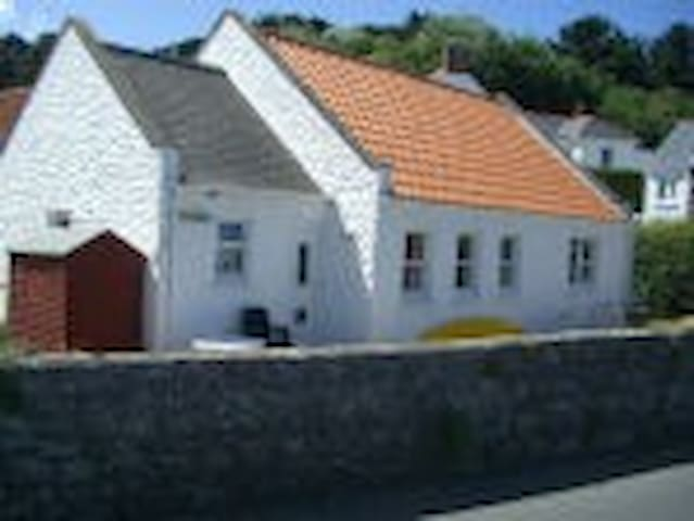 A stone throw away from Perelle Bay - Guernsey - Bungalov