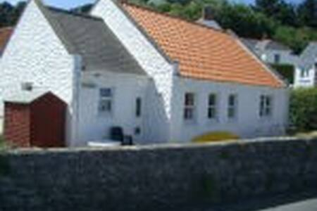 A stone throw away from Perelle Bay - Guernsey - Bungalow