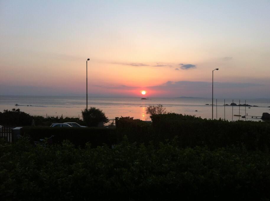 Ηλιοβάσιλεμα από βεράντα