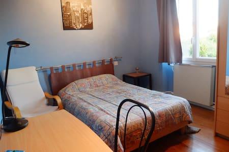 Chambre dans maison conviviale - Carmaux - Casa