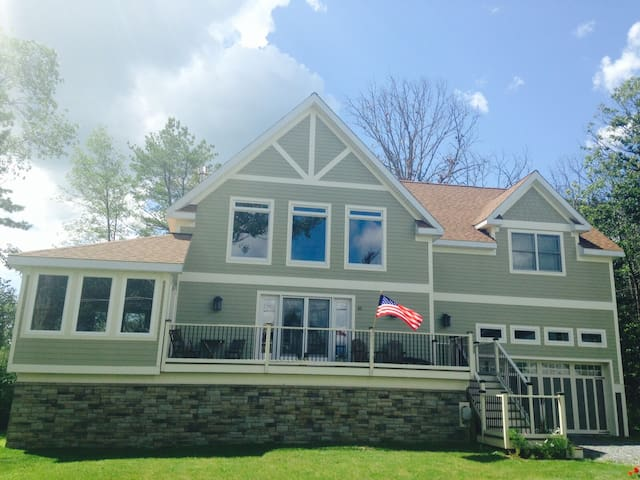 Home 100 ft. from Saratoga Lake - Ballston Spa - House