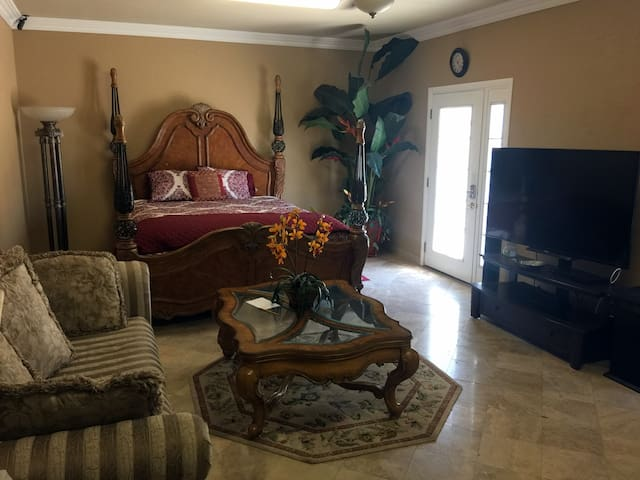 Quiet beautiful 322 Sqft room - Escondido - Casa