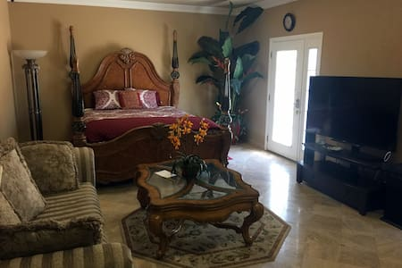 Quiet beautiful 322 Sqft room - Escondido - Huis
