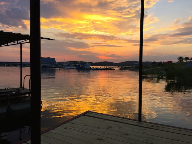 Sunset Cove Lakehouse on LakeTravis - Leander - House