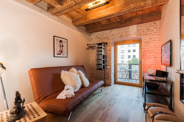 Factory Loft Room @ Old Town & Private Balcony - Mnichov