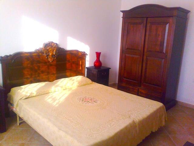 Room Luna - Aurelios Domus B&B SS - Sassari - Bed & Breakfast