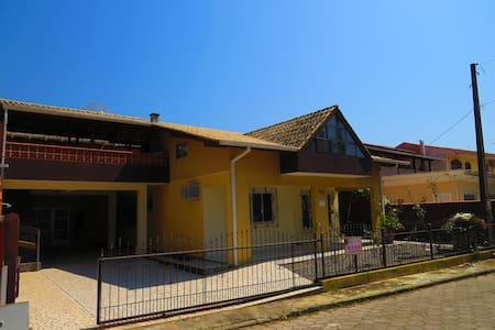 Apartamento Centro Bombinha 01 Cod.018B - Bombinhas