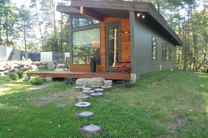 2 Bedroom Eco Tiny House - Free Wifi