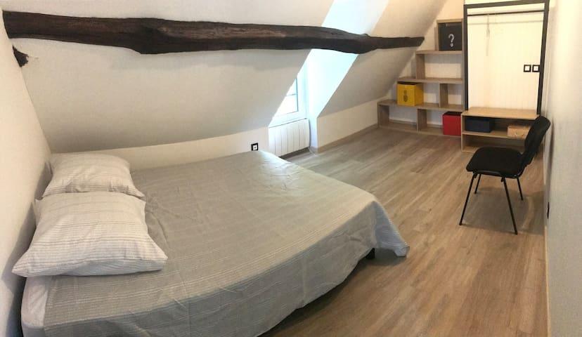 Chambre1 à l'étage, lit 140