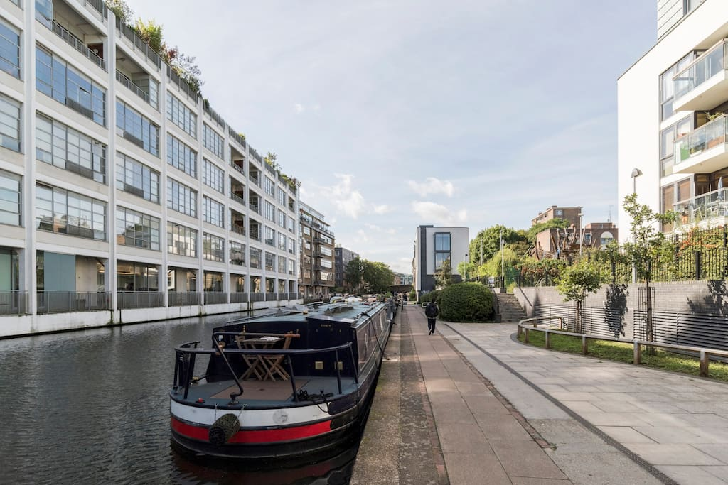 200m (walking distance on the canal) from nice pubs & gardens