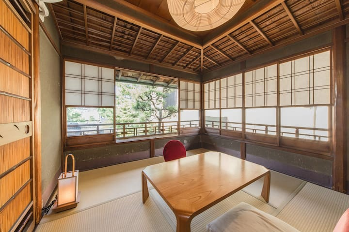 Traditional style Small room.