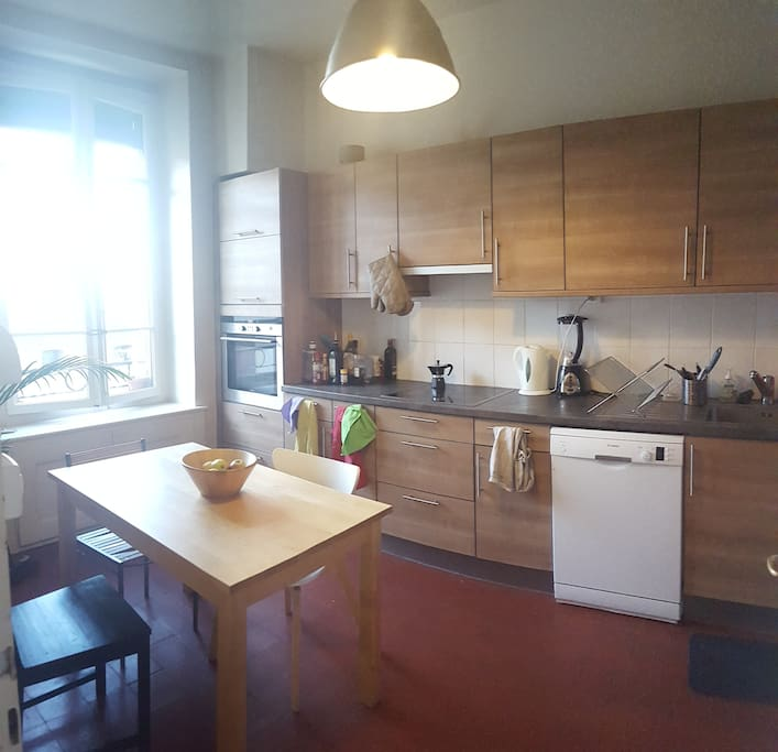 Large eat-in kitchen with all the amenities