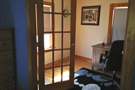 Quiet Bedroom/Office near Tufts - Medford - Maison