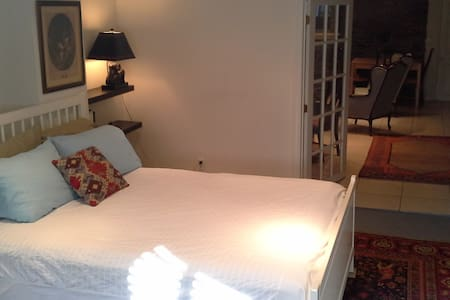 Superhost, Bedroom+livingrooms+private bathroom PK - 웨스트마운트(Westmount)