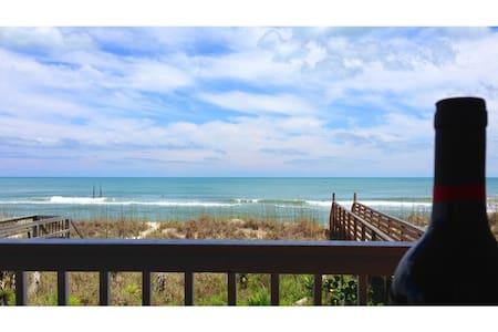 Chic, OCEANFRONT! Already booking for summer! - Carolina Beach