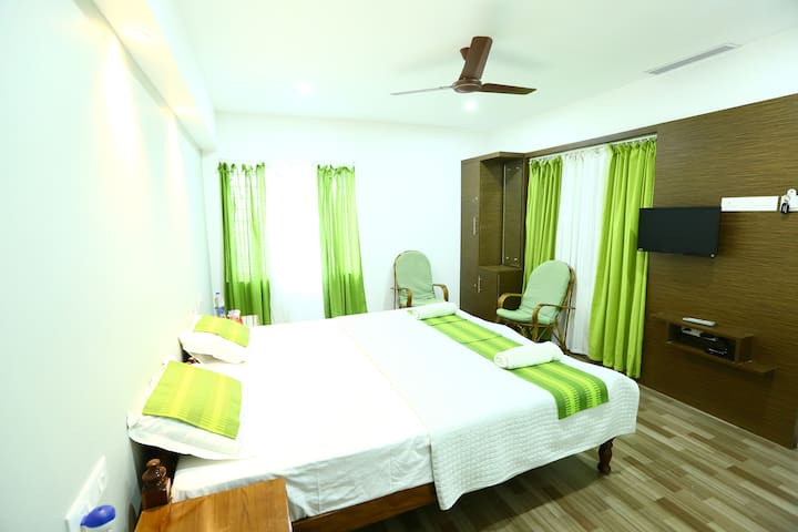 A Private Room at Misty Green Homestay - Kumily - Bed & Breakfast