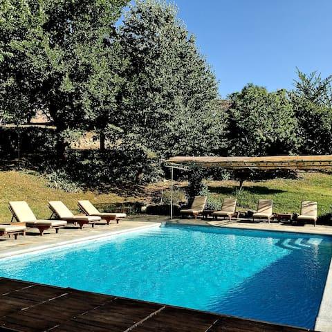 The swimming pool ***** La piscina