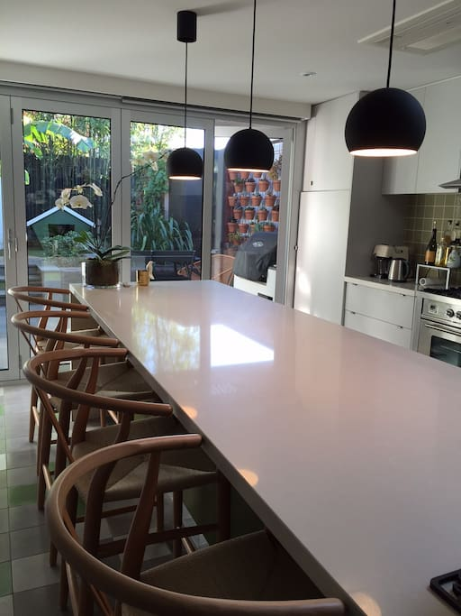 Kitchen w barstool seatings