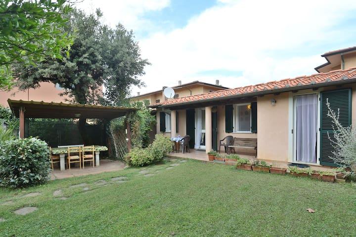 Casa con giardino vicino al mare - Marina di Pietrasanta - Σπίτι