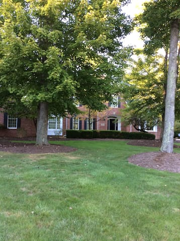 Home away from home - Broadview Heights - House