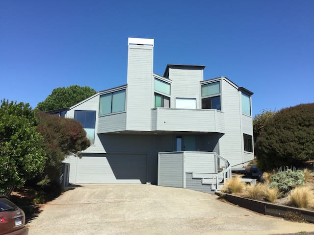Bodega Beach House: OCEAN VIEWS!,  3D Home Theater - Bodega Bay - Huis