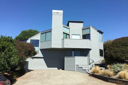 Bodega Beach House: OCEAN VIEWS!,  3D Home Theater - Bodega Bay