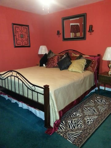 elegant spacial room with extras - Lumberton - Casa