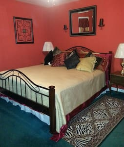 elegant spacial room with extras - Lumberton