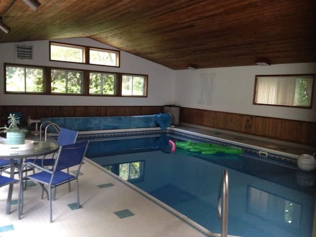 Indoor Pool/Hot Tub, $10 Uber to UW - Madison - House