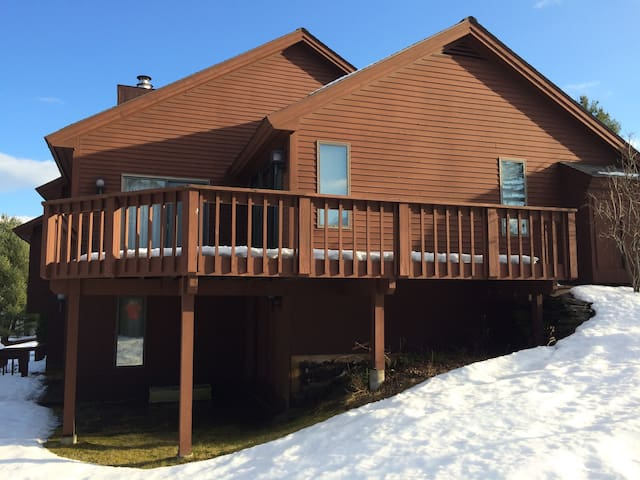 Well-located Quechee Golf/Ski Condo - Hartford - Appartement en résidence