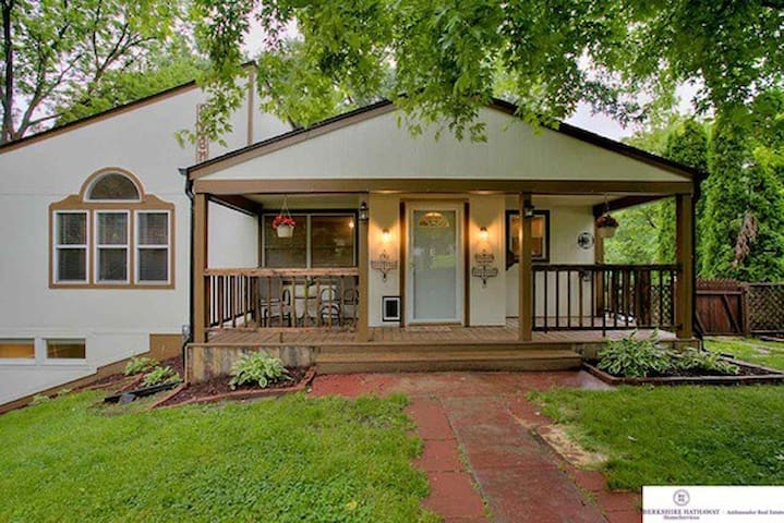 Charming Small Room - Benson - Omaha - House