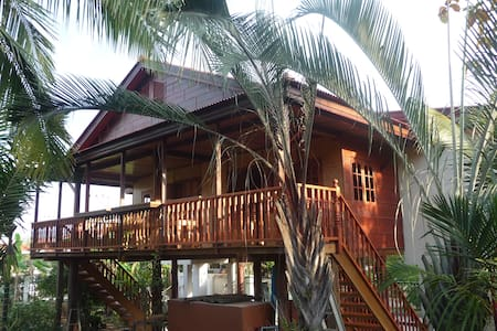 Golden Teak Home House 1 all wood - Saraphi - Bungalow