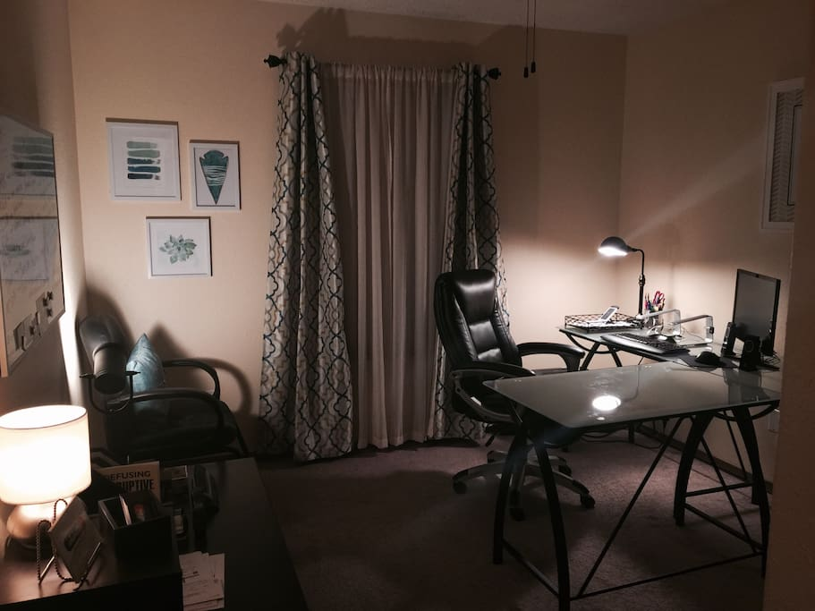 Office space. This room gets bright light in the morning! It's a very calm but inspiring place to work. Features include: desk, printer, wifi, shredder, office supplies, Bluetooth mouse and keyboard, laptop stand, extra monitor with Apple mini display