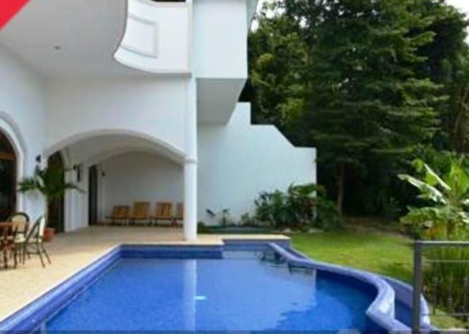 piscina de condominio