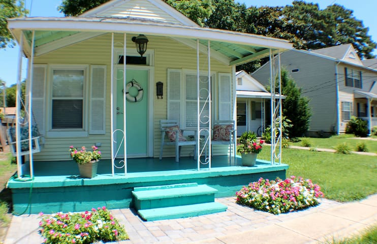 SS Minnow Beach Bay Bungalow~Monthly Only