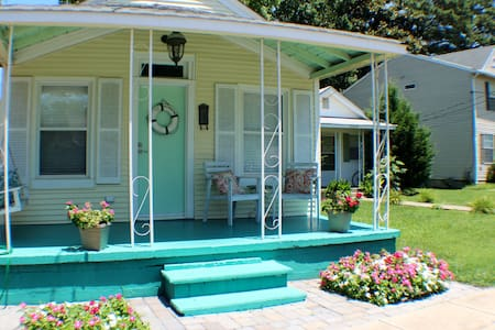 SS Minnow Beach Bungalow 4 Blocks - Norfolk