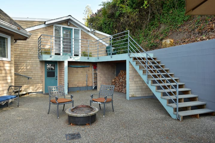 The guest house is up the stairs pictured here, the elevated deck has amazing views.