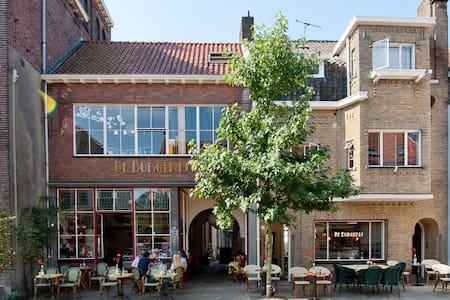Tilburg - B&B De Burgerij! - Tilburg